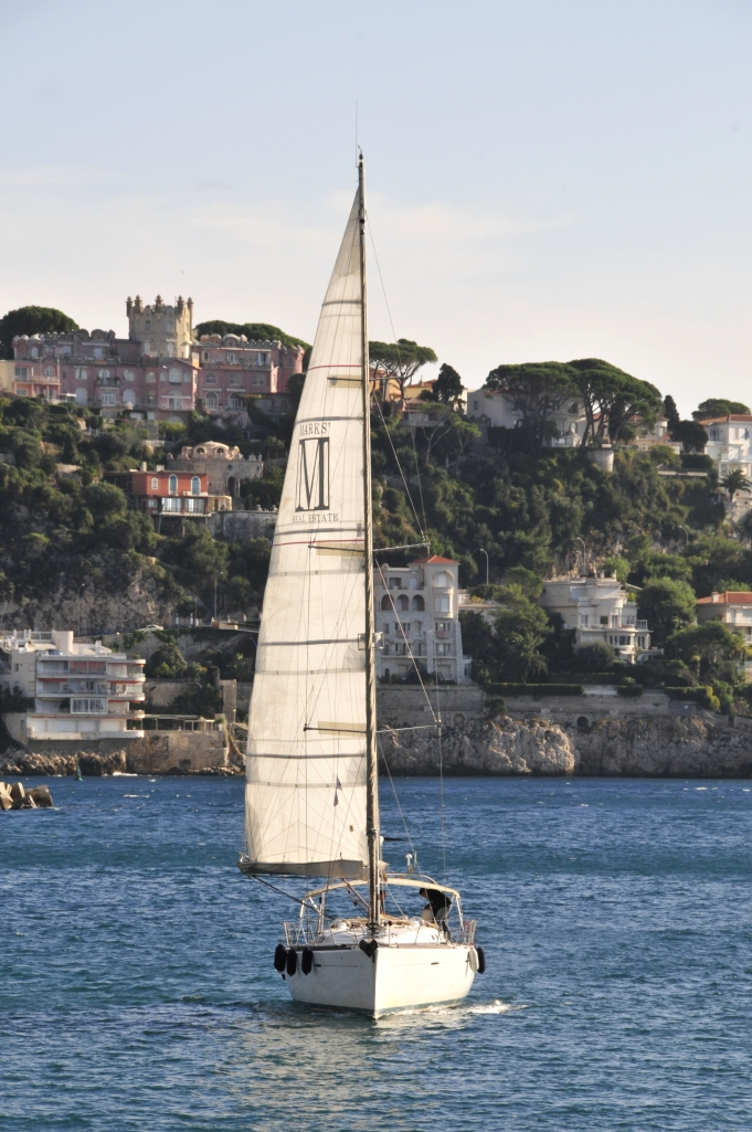 A sailboat at the harbour of Nice © TT