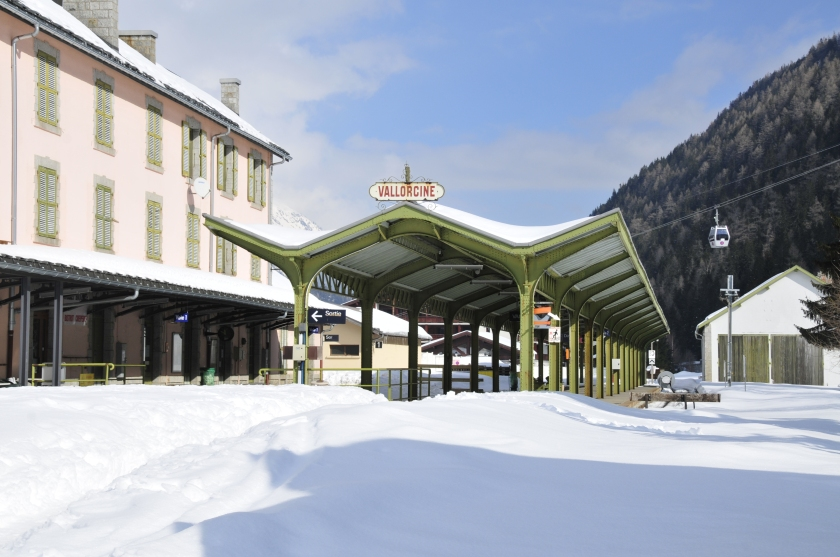 Station covered in snow at Vallorcine © Thomas Thielemans